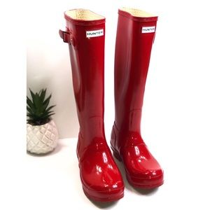 Vibrant Red Glossy Tall Hunger Boots Size 6